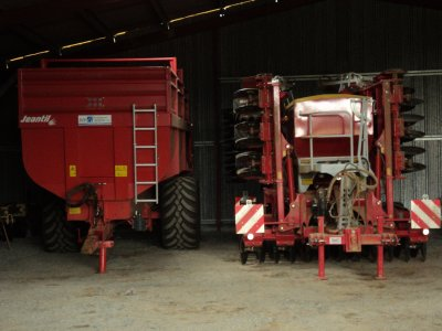 jeantil gm 210 et pottinger terrasem c 6