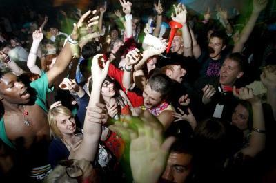 Une fête est un excès permis, voire ordonné.