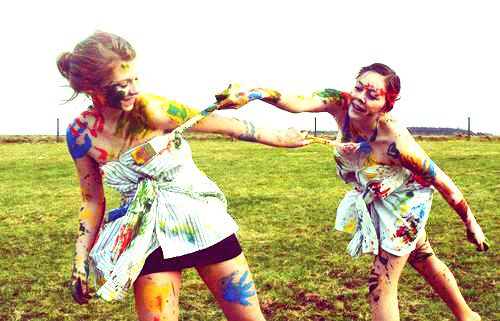 Les amis sont les anges qui nous soulèvent quand nos ailes n'arrivent plus à se rappelle comment voler. ♥