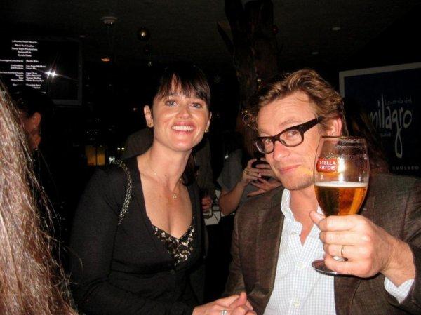 Simon Baker avec une bière belge en main !