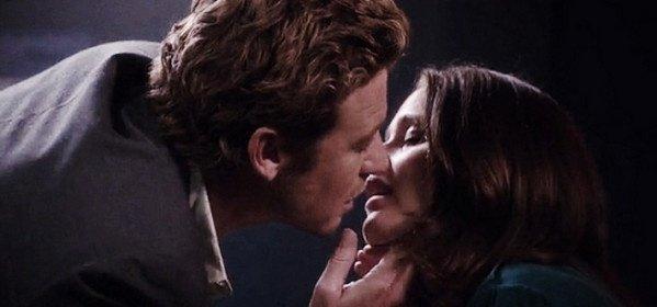 Mentalist saison 7 : Comment la femme de Simon Baker a voulu assister au baiser avec Lisbon