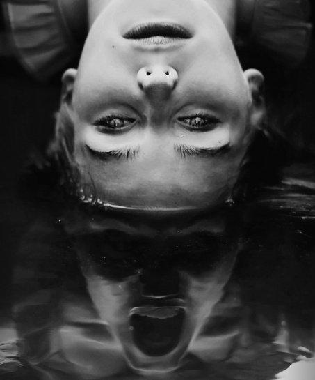 """""""Son rire en cascade est mon médicament, je devrais l'enregistrer en boucle et me le diffuser les soirs de déprime. S'il fallait définir la joie de vivre, le bonheur d'exister, ce serait cet éclat de rire, une apothéose, ma récompense bénie, un baume descendu du ciel."""""""