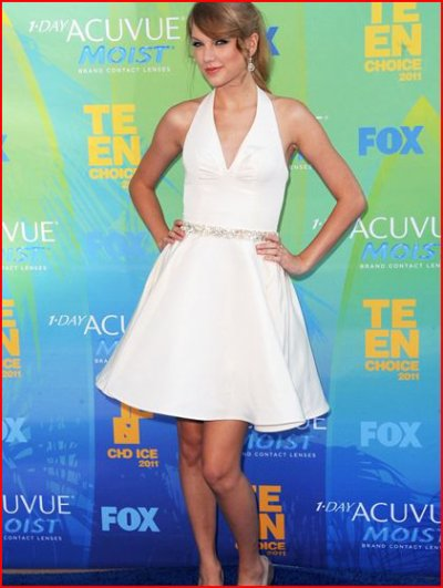 Taylor Swift : Magnifique dans sa robe blanche aux Teen Choice Awards