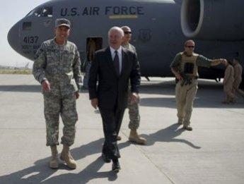 Robert Gates effectue une visite surprise à Kaboul dans un climat tendu