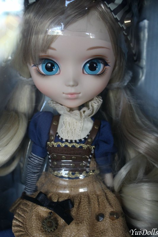 Photos de ma nouvelle Pullip Alice In Steampunk World, alias Saya, avant que je l'ouvre :3