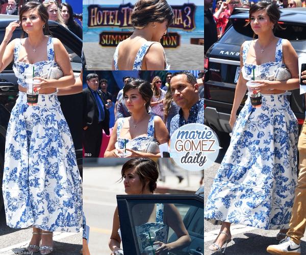 """• 30/06/2018 : Selena arrivait à la première de """" Hôtel transylvania 3 Summer Vacation """" au regency village en Californie. Mon avis : Wouaw ! Enfin une super apparition pour la belle ! Les photos sont de qualités. Son haut et sa jupe estivale assortis lui vont à merveille ! La mise en beauté est magnifique que ce soit pour les cheveux ou le make up. Big TOP !"""