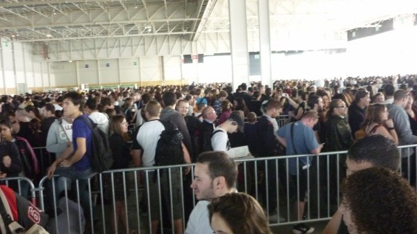 Serpentin de queue dans les locaux de Japan Expo