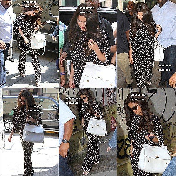 . 29/06/13 : Selena a été vue arrivant a l'aéroport JFK à New York..