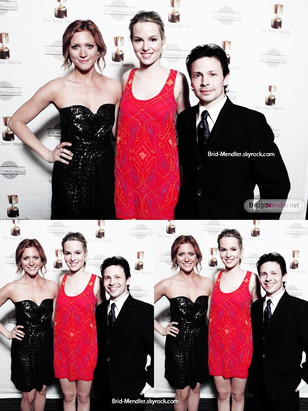 .        « Bridgit s'est rendue à la 39ème cérémonie des Annie Awards ce  4 février.  »                 .