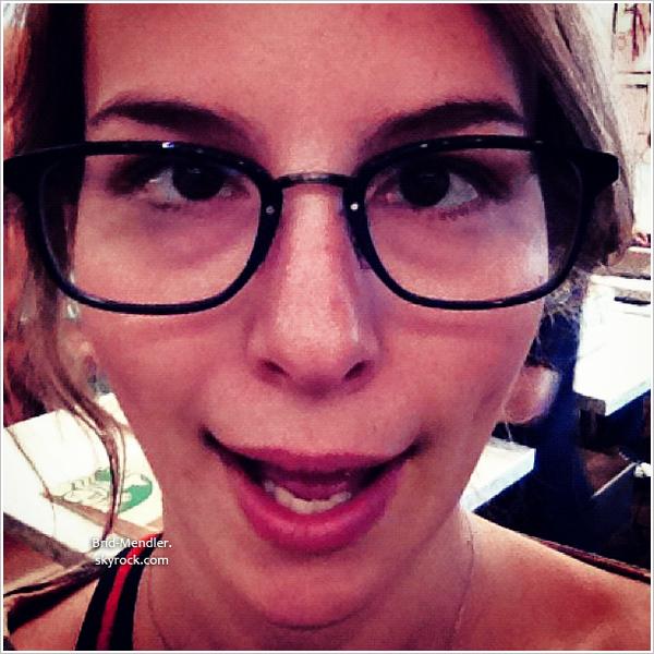 Nouvelles photos instagram qui rappellent la capacité de Bridgit à faire des grimaces.
