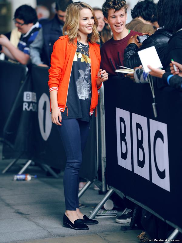 20 Juin 2013 | Bridgit quittant les studios la radio BBC 1 à Londres et rencontrant ses fans