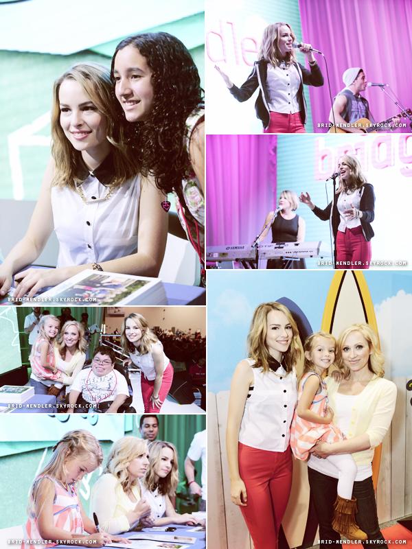 10 Août 2013 | Bridgit s'est produite sur scène et a signé des autographes à l'expo Disney D23