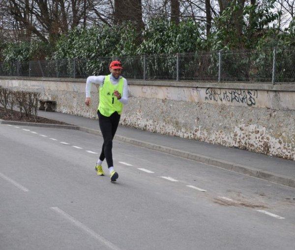 David REGY  champion de France des 24 heures marche 20 11  ,gagne le 10 km du circuit de l'EURE il portera le dossard  1  dans Paris-Colmar 2011