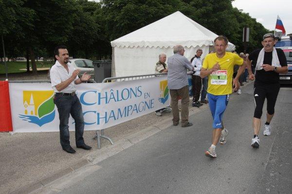 Dossard n° 2 Dimitri Ossipov( Russie )  (Paris-Colmar 2011) le dernier vainqueur  .
