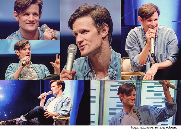 •••  EVENT Matt été présent à la FedCon, au Maritim Hotel Bonn, Allemagne du 02 au 04 juin 2017           Avec un style bien à lui Matt portait un truc que j'adore le tee shirt blanc mais surtout la chemise bleue ! Mais qu'il est beau hahaha !
