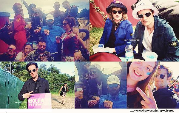 •••  CANDID Matthew et Lily, ainsi que des amis au Glastonbury Festival 2017 ( UK ) , du 21 au 26 juin 2017           C'est ainsi que nous retrouvons le couple prenant du bon temps avec leur amis ! Matt est classe avec ses lunettes de soleil ?