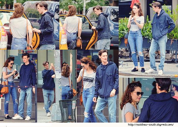 •••  CANDID Matt et Lily se promenant et déjeunant dans les rues de New York, le 23 juillet 2017           J'aime toujours autant voir des candids de ce couple. Ils sont trop chou. Matt est comme d'habitude top et Lily est vraiment belle.