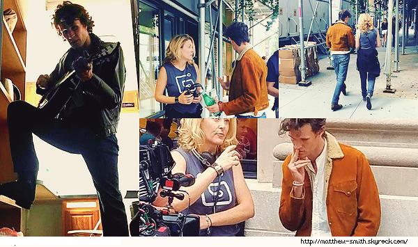 •••  M Set Matthew dans les rues de New York sur le tournage de son prochain film, 25 et 27 juillet 2017             J'aime tout particulièrement ces photos. J'aime ce manteau marron ! Les photos où il porte une peignoir noir sont plus spéciales hahaha !