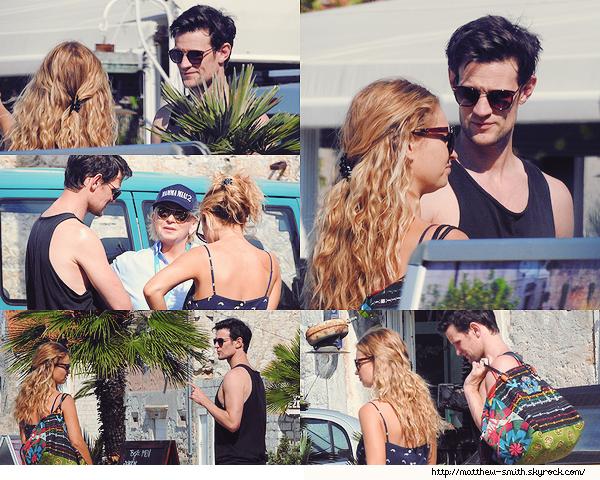 •••  CANDID Matt et Lily sur l'île de Vis en Croatie lors d'une pause sur le tournage de MM 2 , le 04 octobre 2017             Matt et Lily profitent du soleil de Croatie où Lily est sur le tournage de Mamma Mia 2. Ils sont trop mignons tous les deux je trouve.