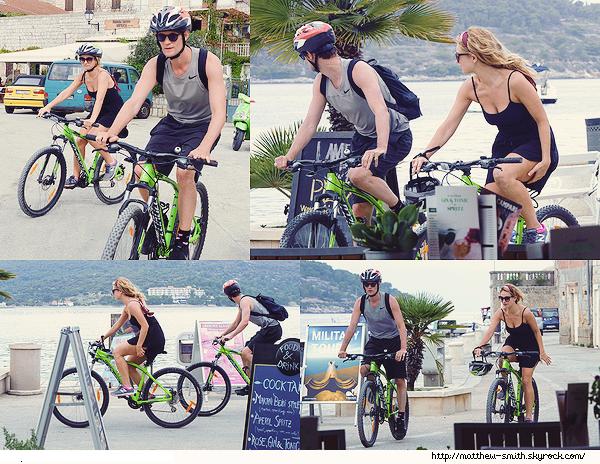 •••  CANDID Matt et Lily, ainsi que leurs vélos en balade toujours sur l'île de Vis en Croatie, le 06 octobre 2017             Pas grand chose à dire pour cette journée, le couple est en sortie sportive donc tenues adéquates. J'aime la coiffure de Lily !