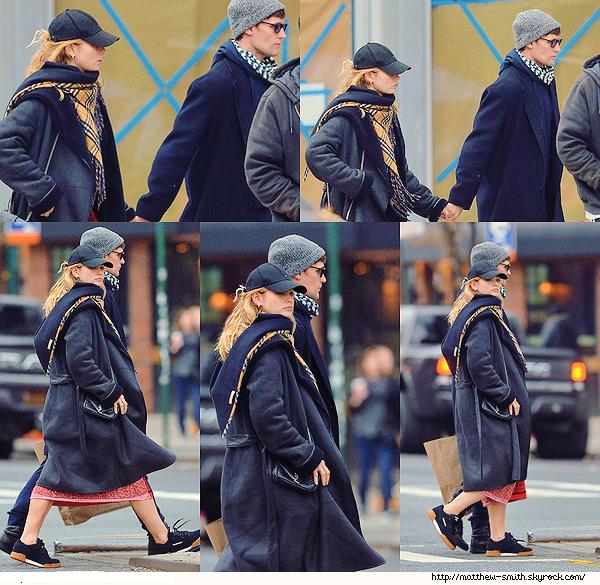 •••  CANDID Le couple s'est retrouvé dans les rues de New York et a partagé une ballade , le 03 Décembre 2017             Après une longue période sans se voir, Matt et Lily se sont accordé une petite pause ensemble. Ils ont l'air assez fatigués.