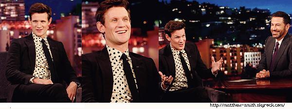 •••  TELEVISION Matthew été invité chez Jimmy Kimmel pour être interviewé, le 30 Novembre 2017                        Encore un gros top pour Matt ! Il est tellement souriant, j'adore le voir comme cela. Je crois que ça tenue est une des meilleures de 2017.