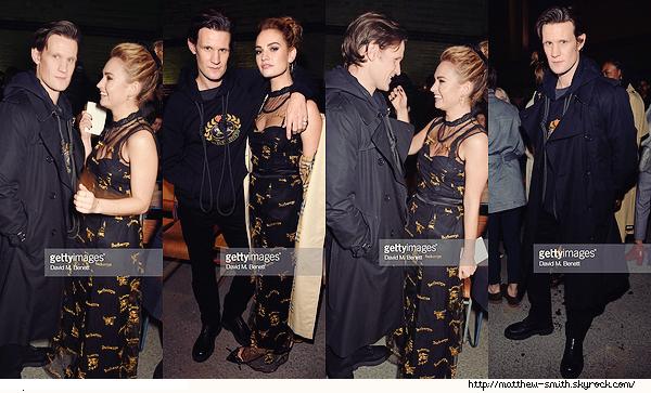 •••  EVENT Le couple, toujours très chou, été au Burberry 2018 show (London Fashion Week), le 17 Février 2018            La tenue de Matt est moche cette fois. Eté présent :Christopher Bailey, Idris Elba, Sabrina Dhowre et Domhnall Gleeson