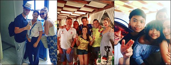 •••  CANDIDS Le couple été en vacances en Grèce et a posé avec des fans, le 08 juillet 2018 (?)           Une fois de plus je n'ai que des photos de fans à vous poster dsl. Les deux ont l'air de bien profiter de ce repos en Grèce.