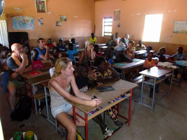 en classe dans une ecole de brousse merci de votre participation