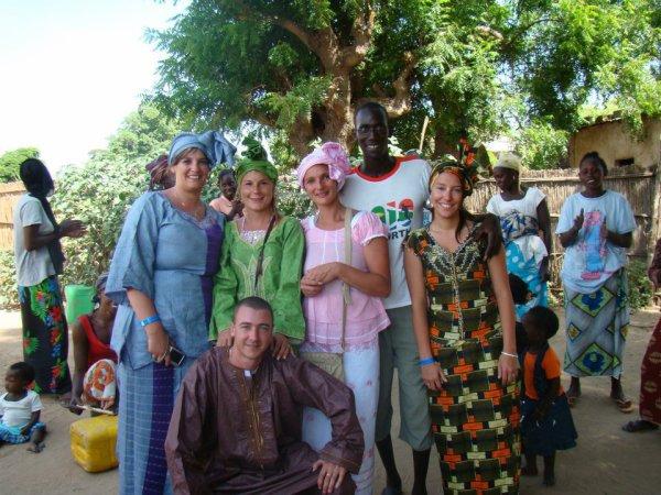 a la decouverte du senegal dans la brousse depart en 4x4 a travert des pistes de brousse pour  decouvrir les villages tradistionel srereres et pheuls nomade que du plaisir merci de votre confiacnce les amis de lhotel royal  baobab a la somome