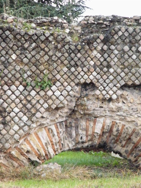 DETAIL de l'aqueduc ROMAIN à SOUCIEUX(photos de Moi)