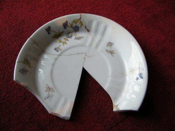 Suite sur porcelaine trouvé en PILAT
