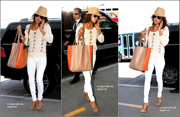 10/08/2012 : Eva arrivant à l'aroport de LAX. Mon avis : Je trouve sa tenue jolie , Mais en revanche un FLOP pour sa coiffure.