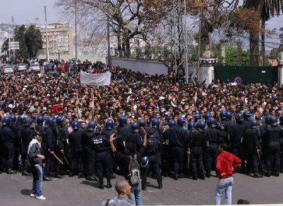 Algérie étudiants veulent faire tomber le ministre