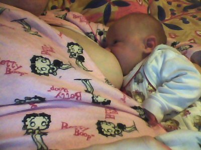mon bebe d amour a la tetee!!