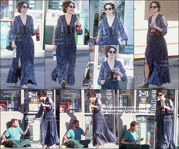 25 Mars 2016 - Emmy dans les rues de Beverly Hills. Que penses-tu de sa tenue ?