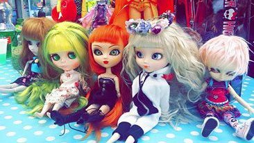 MEETING DOLLS
