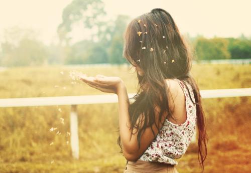« Je suis partie sans me retourner , en ne me doutant pas une seconde que c'était fatalement un adieu au lieu d'un au revoir... »
