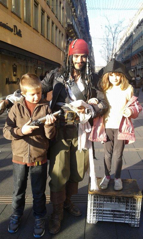 shannon et mathias et le pirate  des caraïbe