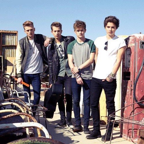 """The Vamps à Capital FM pour le premier passage de """"WILD HEART"""" à la radio 25.11.13"""