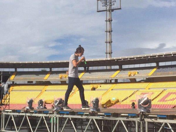 Harry répétant au stade El Campin de Bogotá 25.04.14