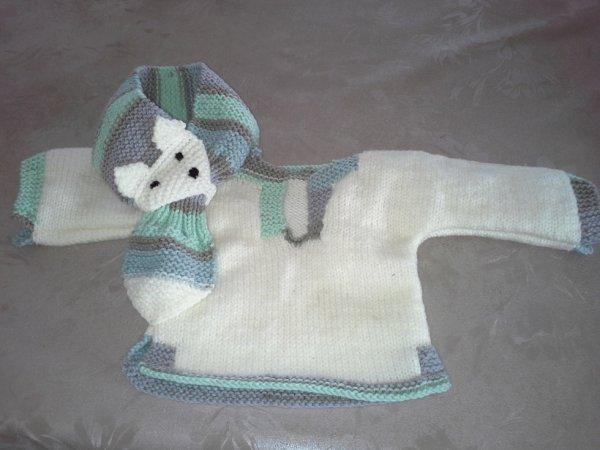 p'tit pull 3 mois avec son echarpe