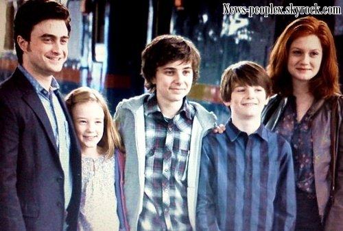 Photo de Harry, Lily Luna, James Sirius, Albus Severus & Ginny dans l'épilogue + Vidéo de la publicité du parfum Trésor Midnight Rose avec Emma.