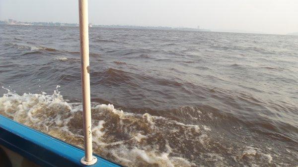 Traversée du fleuve congo