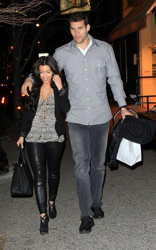 Kim & Kris Humphries' NYC dinner date (03/20)