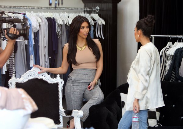 Kim & Kourtney at Dash Calabasas and went eat (04/09)