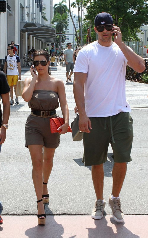 Kim & Kris spotted on a little romantic gateway in Miami (05/13)
