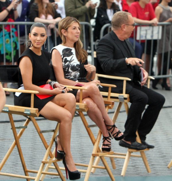 Kim filming as a guest judge on project runway (06/24)