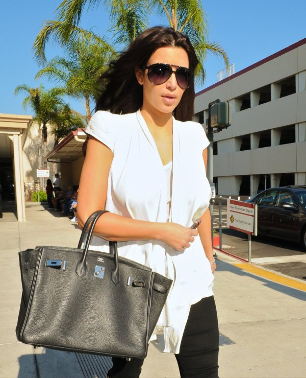 Kim returns from NYC to Bop Hope airport in Burbank (08/10)