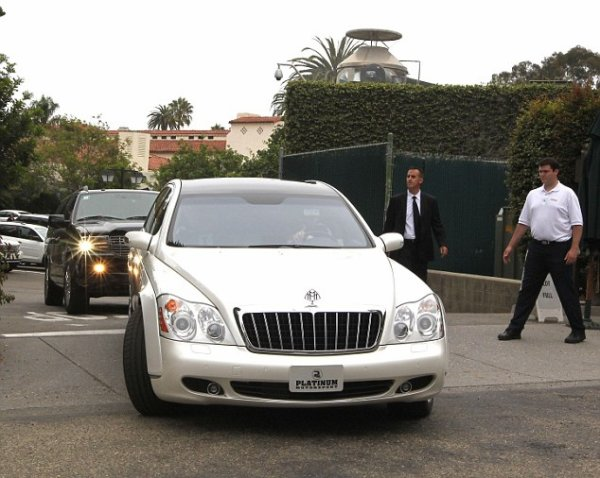 Kim, Kris & Kourtney leave the Four Seasons Hotel in Santa Barbara (08/20)